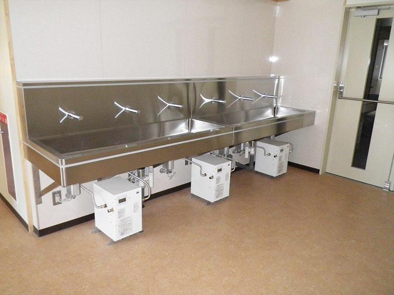 洗面所(自動水栓+電気温水器)